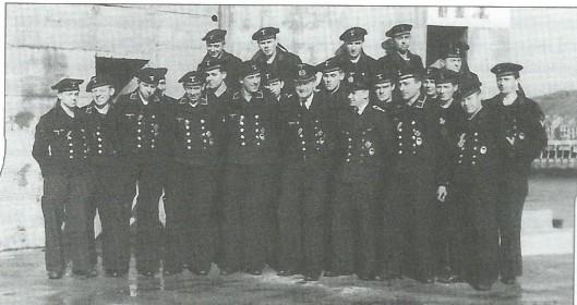 De bemanning van een Schnellboot, gelegerd in haven IJmuiden en op Hageveld. In april 1945 sneuvelde de commandant van de S80: Baron Von Stempel [Jaarboek Hageveld 2006]