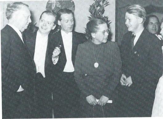 Hendrik Ansriessen en zijn echtgenote Tine Andriessen-Anschütz met hun zonen Jurriaan. Nico en Louis