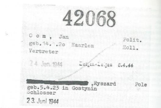Bij aankomst in het concentratiekamp Buchenwald op 24 januari 1944 kreeg Jan Oom het gevangenennummer 42068 dat hij ook hield in Dora en Bergen-Belsen. Aan de hand van dit nummer kon worden aangetoond dat in het herdenkingsboek van Bergen-Belsen genoemde Jan Omm (sic!) van onbekebnde nationaliteit de Nederlander Jan Oom was. Na diens dood ging het nummer over naar een Poolse gevangene in Buchenwald. Bronnen: Gedenkstätte Buchenwald en het boek van D.A.C.van den Hoorn