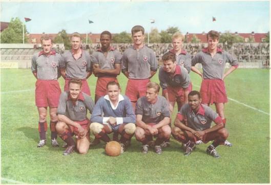 Voetbalclub Haarlem, 1e divisie A 1958/1959. Staande van links naar rechts: J.P.Groeneveld, A.Goedhart, A.Kilian, F. Sybrandi, S.de Graaf, O.Berendregt en gebuktstaande H.Dinkelberg. Knielend van links naar rechts: J.Oepkes, J.Snijders, P.Kroon en P.Degenaar.