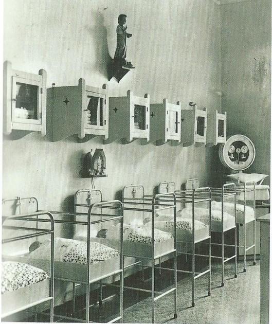 Kraam- en babyafdeling van de Mariastichting omstreeks 1900