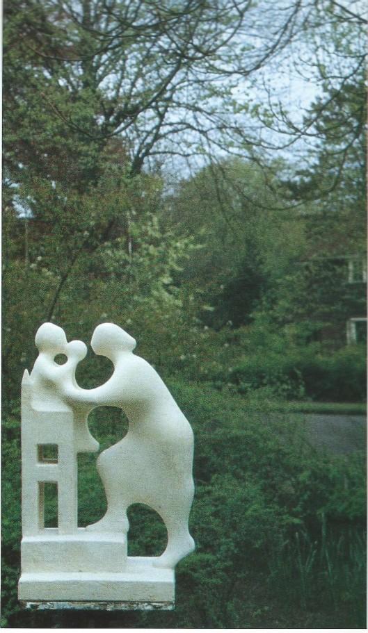 Model van sculptuur 'Troonwisseling' van koningin Juliana en prinses Beatrix, april 1980. Het origineel in brons is in 1984 geplaatst op het Beatrixplein te Bennebroek