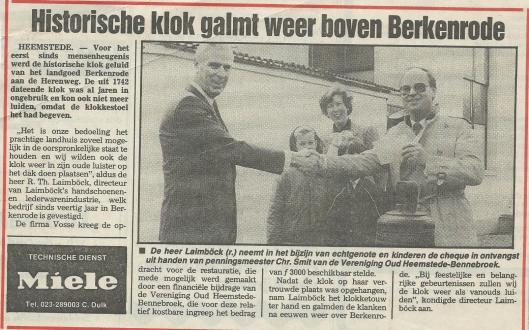 Bericht over restauratie van historische klok uit 1742 op Berkenrode dankzij een gift van de historische vereniging.(Heemsteedse Koerier, 7-5-1986)