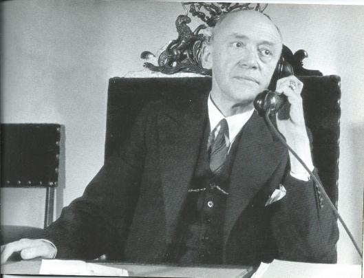M.A.Reinalda in burgemeesterskamer van het stadhuis in 1946