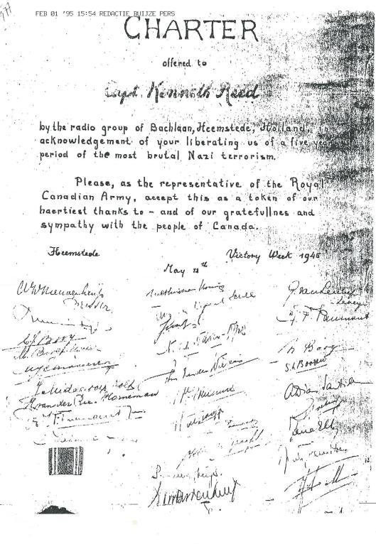 Afdruk van oorkonde met circa 30 handetekeningen, op 12 mei 1945 overhandigd aan de Canadese bevrijder kapitein Kenneth Reed van de 'Seaforth Highlanders of Canada, deel uitmakend van het eerste legerregiment dat op 8 mei optrok vanuit Amsterdam naar Heemstede. De Radiogroep Bachlaan stond onder leiding van mevrouw Nieuwenhuijs (intussen overleden) en haar twee zonen, die na de Bevrijding naar de Vrenigde Staten emigreerden. Kenneth Reek kwam in 1995 nogmaals naar Nederland en Heemstede met 4.000 andere Canadese oorlogsveteranen in het kader van het 50-jarig bevrijdingsfeest op 5 mei 1995.