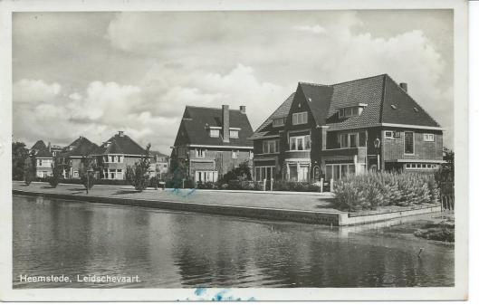 Prentbriefkaart van de Leidsevaart in Heemstede uit 1942