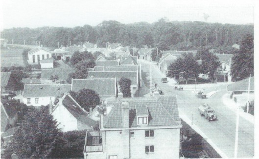 DE Glip van noord naar zuid op een foto omstreeks 1946 genomen vanaf de molen van Höcker aan de Glipperweg.
