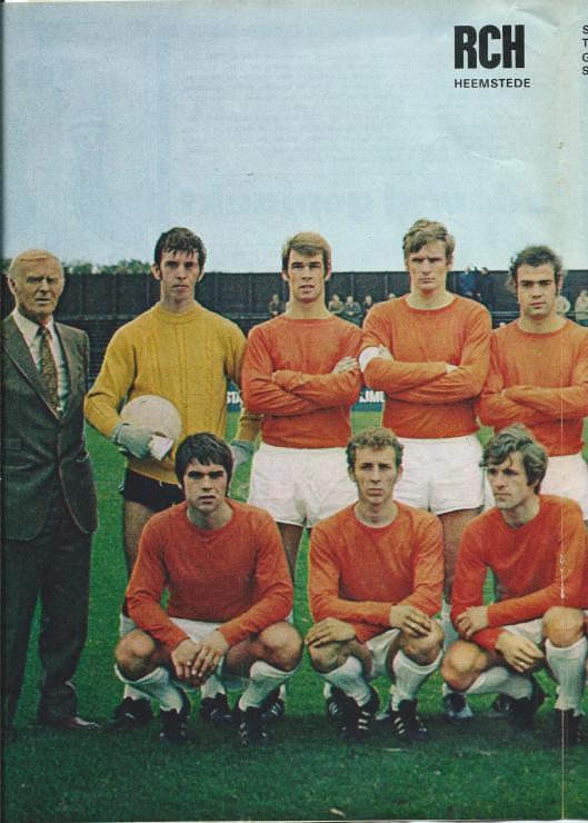 Voetbalclub R.C.H., Racing Club Haarlem en sinds vestiging op de Heemsteedse Sportparken afkorting van Racing Club Heemstede is 2 x landskampioen geweest, de laatste maal in het seizoen 1952/1953. Op bijgaande poster in tweeën gesplitst id het RCH-team van het voetbalseizoen 1970-1971 afgebeeld. Staand v.l.n.r.: trainer Ben Tap, Sien Bes, Frans Caspers, Arie van Eijden, Henk van Ramselaar. Gehurkt v.l.n.r.: Cock van leeuwen, Cees Smit en Piet van den Berg.