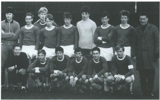 Rot de internationals die o.a. bij RCH gespeeld hebben behoren o.a. Peer Krom en Louck Briesbrouck. Begonnen bij RCH is Johan Nesken, op deze RCH-foto staande tweede van links. In 1951 in Heemstede geboren. Hij debuteerde in 1968 bij RCH in het eerste elftal en is na twee deizoenen door AFC Ajax ontdekt. Met het Nederlands elftal behaalde hij zilver op het wereldkampioenschap van 1974.