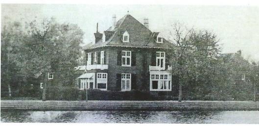 Directeur J.J.Swens bewoonde de villa 'Spaarnhorst', Scheltemakade 18. Na zijn overlijden is het pand als pension in gebruik geweest tot 1976. Daarna gesloopt om plaats te maken voor 2 nieuwe villa's, Scheltemakade 18 en 19.