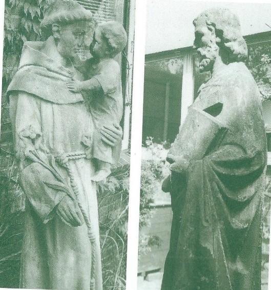Links: het Antoniusbeeld uit de vootgevel van de oude Antoniusschool/klooster verhuisde naar de Glopper Dreef; rechts: het beeld avn Sint Jozef uit de afgebroken Jozefschool aan de Herenweg verhuisde naar de binnentuin van basisschool De Ark aan de Van der Waalslaan in de Geleerdenwijk te Heemstede.