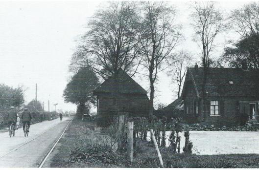 Het bloembollenbedrijf van Vrugt aan de Glipperweg ten noorden van de molen van Höcker. Dit bedrijf lag tegenover de huidige winkelgalerij.