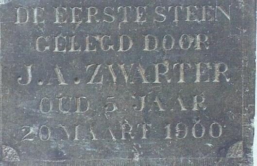 Eerste steen gelegd foor J.A.Zwarter, oud 5 jaar, 20 maart1900 - Raadhuisstraat 67 Heemstede