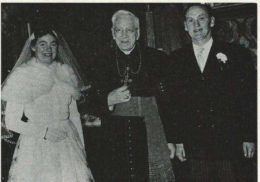 Bisschop mgr. H.P.Huibers ontvangt het bruispaar Jupp Henneböhl en Cissi van Putten