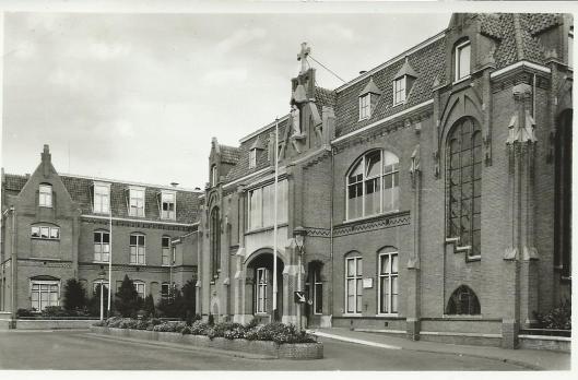 Oude hoofdingang Mariastichting Kamperlaan Haarlem