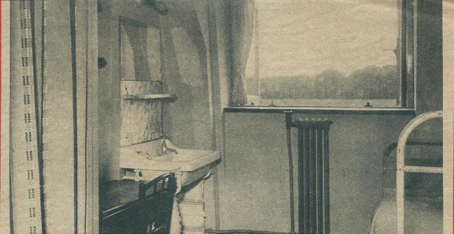 De kamer van broeder Joseph. Achter de spiegel waren brieven verborgen, wat aan de Duitse politiemannen ontging.