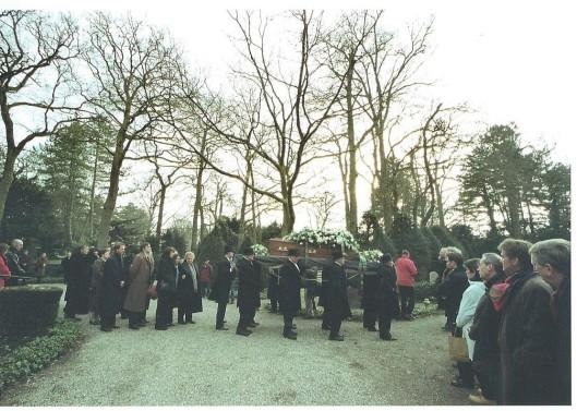 5 december 2008 vond op de Algemene Begraafplaats in Heemstede de begrafenis plaats van Lennaert Nijgh,