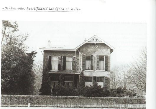 De achterzijde van Klein Berkenrode met rechts het huis Boschzicht.