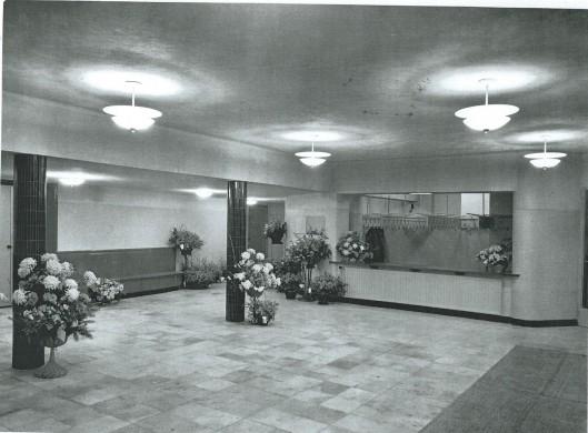 De hal van het gloednieuwe Minervatheater, 1951