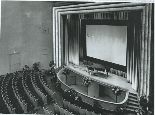 Grote bioscoop- theaterzaal van Minerva Heemstede