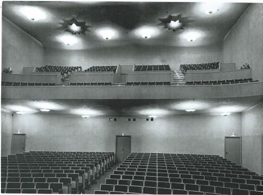 Deel van zaal en balkon van Minervatheater Heemstede