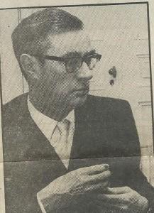 Portret van de heer P.A.M. (Lex) Hoogeveen, directeur van het Minervatheater in Heemstede, door journalist Arie Kramer een idealist genoemd.
