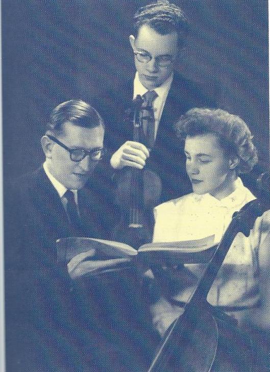 Het Nieuw Nederlands Trio trad diverse malen met succes op in het Minerva theater