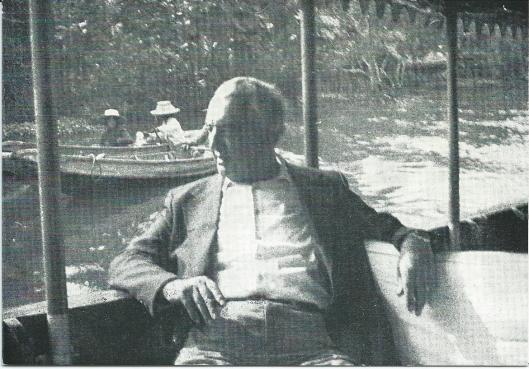 Voorzijde overlijdenskaart van Johannes Bernardus de Wolf, ridder in de Orde van Oranje Nassau, 22 november 1975 overleden op de leeftijd van 59 jaar. Het is de laatste foto van J.B.de Wolf gemaakt begin november 1975 tijdens zijn verblijf op de Philippijnen