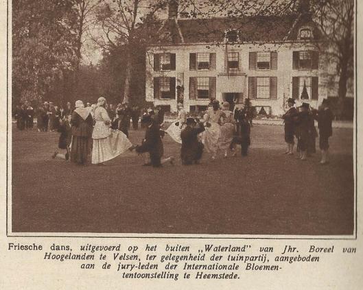 Na afloop van de succesvol verlopen Flora-1925 is op het landgoed Waterland te Velsen van jonkheer Boreel van Hoogelanden voor de juryleden een tuinfeest georganiseerd. (Zondagsblad, 27 mei 1925)