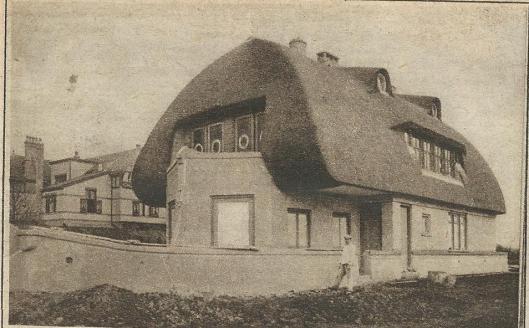 Een opmerkelijk huis, gebouwd voor een reder uit IJmuiden in Heemstede-Zuid (sinds 1 mei 1927 gemeente Haarlem) in de vorm van een schop, Talrijke malen gefotografeerd, hier in de Katholieke Illustratie van 2 mei 1919
