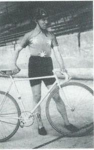 Baanrenner Gerrit van Wees (1913-1995) uit Heemstede, later Haarlemmermeer, was in de jaren dertig een bekende verschijning op de Heemsteedse wielerbaan