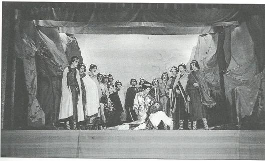 Toneel op Hageveld in de jaren veertig met o.a. Ben Brinkel (Michel van der Plas): het treurspel 'Philocetes' van Sophocles
