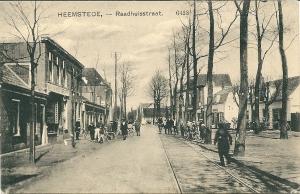 Nog een oude ansichtkaart van Raadhuisstraat/'t Pleintje, uitgegeven door drukkerij A.M.C.Schellekens