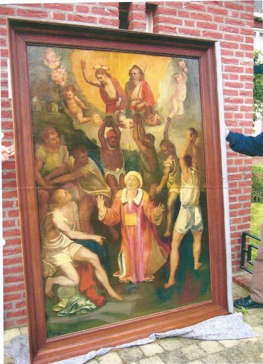 Afbeelding van het paneel 'steniging van de H. Stephanus' voordart het vanuit het restauratie-atelier op de derde zondag in de Advent van 2006 in de kerk te Heel na een langere restauratie en renovatie van het godshuis weer in gebruik is genomen