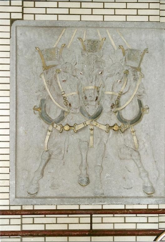 Paarden-monument vervaardigd door Louis Vreugde en geplaatst op het Houtplein in Haarlem