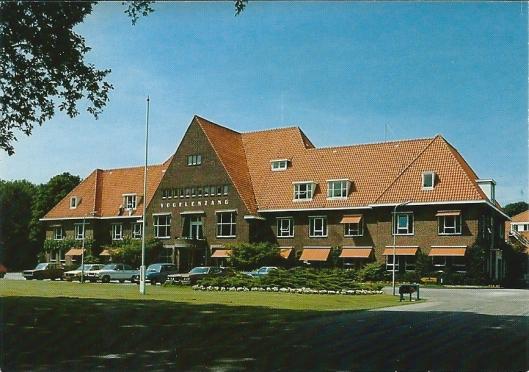 Vooraanzicht psychiatrisch ziekenhuis Vogelenzang, in 1926 gebouwd naar een ontwerp van architect A.T.Kaan.