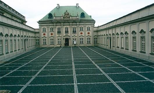 De vroegere Koninklijke Bibliotheek van Polen in Warschau