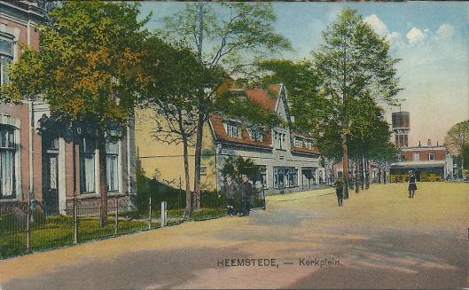 Links huize Kerkzicht aan het Wilhelminaplein in Heemstede waar freule W.F.van der Goes woonde