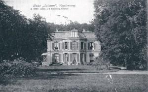Het oude huis van Leiduin op een oude ansichtkaart. Het huis is omstreeks 1920 afgebroken ten gunste van een nieuw pand ontworpen door Andries de Maaker