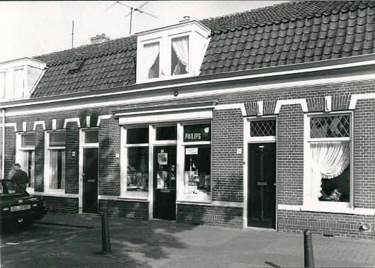 Op nummer 184 was de 'winkel van sinkel' van mw. van Santen Hageman vanaf 1937 daar gevestigd (foto Vic Klep)