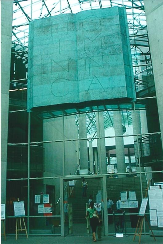 Hoofdingang van de Universiteitsbibliotheek Warschau