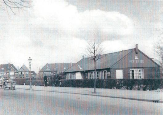 Koffiehuis 'De Haven' van de Volksbond aan de Heemsteedse Dreef nabij de haven was een voormalig gebouwtje dat op de Flora 1935 in Groenendaal had gestaan. In het koffiehuis zijn ook kerkdiensten gehouden van de Doopsgezinde gemeente. Op 8 april 1954 had de laatste kerkviering plaats. Vier maanden later is de eerste paal geslagen van bejaardenhuis 'De Olijftak'.