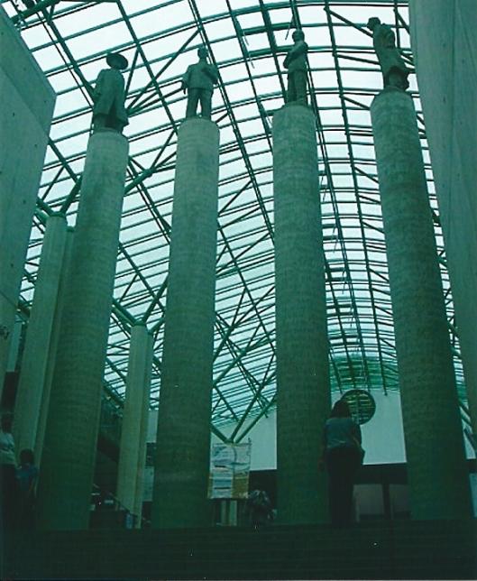 In de hal van de universiteitsbibliotheek Warschau