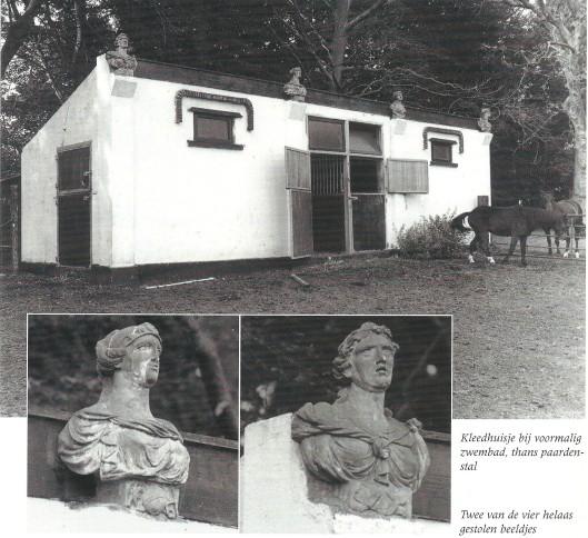 Kleedhuisje bij het vroegere zwembad, tegenwoordig paardenstal op het landgoed Berkenrode. De 4 decoratieve beeldjes zijn helaas gestolen.