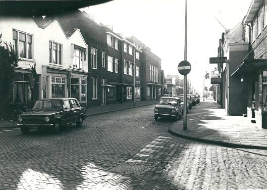 Binnenweg, hoek Lindenlaan omstreeks 1960 met in de verte links het Minerva theater, nu Sissy Boy.