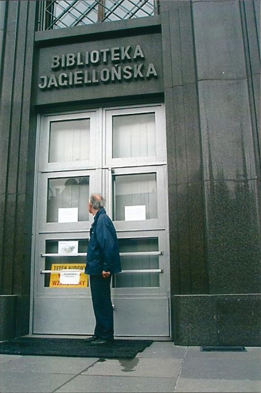 Hans Krol bij de Jagiellonen bibliotheek in Krakau, 2008