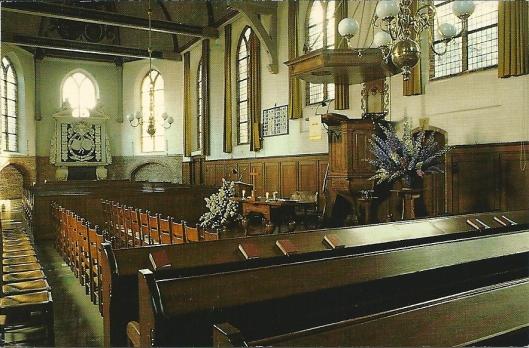 Interieur Oude Kerk met praalgraf Adriaen Pauw