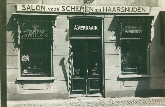 Voorgevel A.Verkaaik: salon voor scheren en haarsnijden
