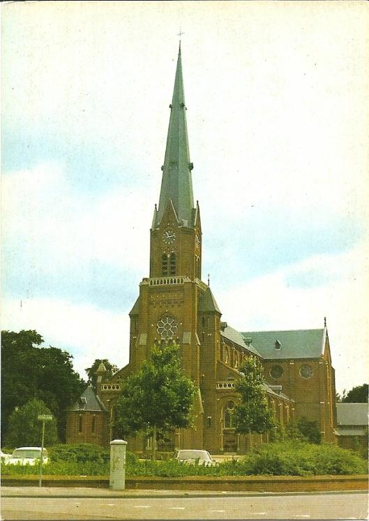 R.K.kerk Heilige Bavo aan de Herenweg, hoek Kerklaan