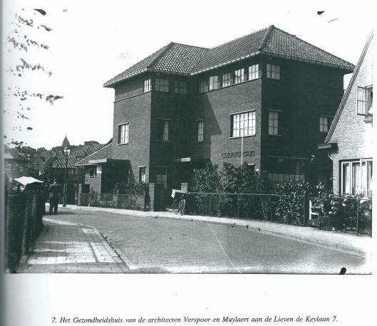 Het Gezondheidshuis van de architecten Verspoor en Muylaert aan de Lieven de Keylaan in Heemstede